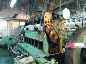 Removal of Crankshaft From Engine to Under Repair